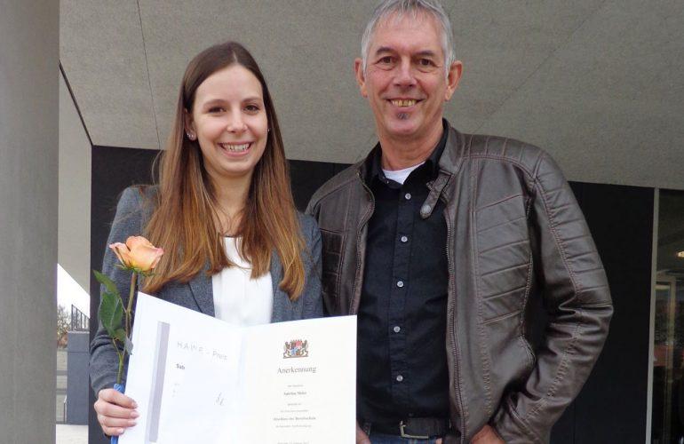 Unsere erste Auszubildende zur Industriemechanikerin erhält Staatspreisurkunde